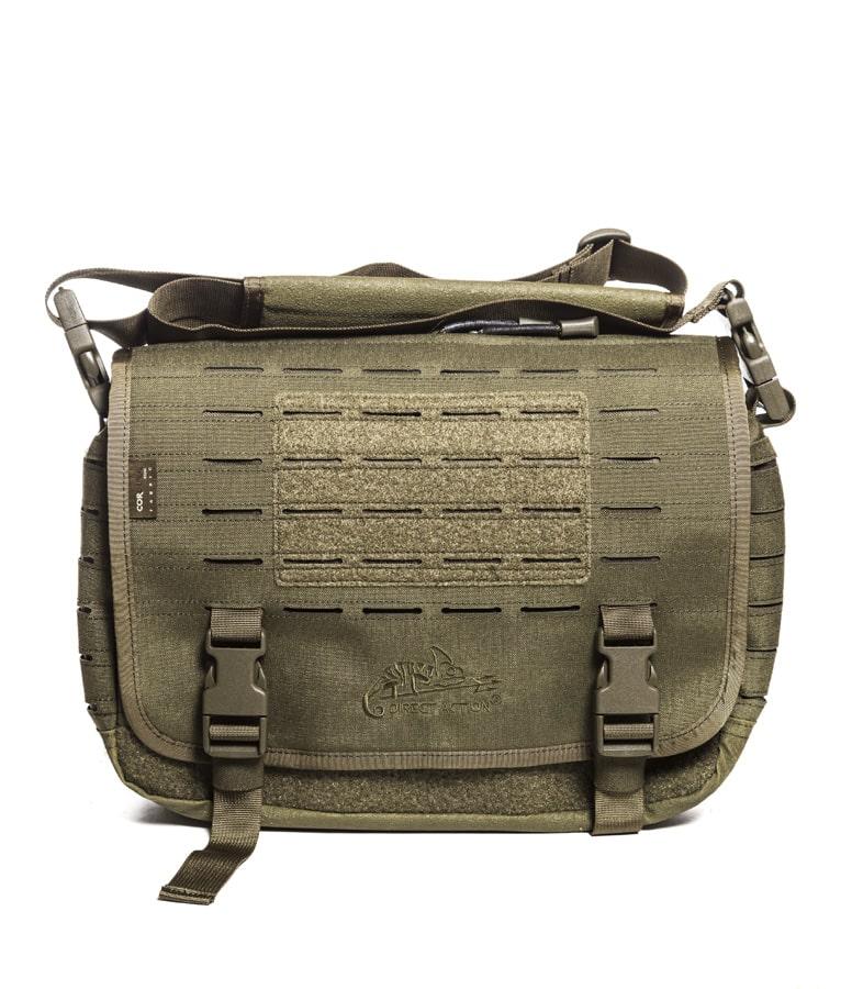 Helikon Messenger Bag Small Olkalaukku Vihreä Helikonin uuden kantovälinemalliston keskeinen idea on EDC-käyttöön (Every Day Carry) yhteensopivat ominaisuudet. Näin myös näissä taktisissa kompaktin koon olkalaukuissa pitää olla erinäisiä pientavaraosastoja ja nopeasti avattavissa olevia lisätaskuja eri varusteille. Lisäksi moderniin tyyliin myös läppärit ja tabletit on huomioitu omalla pehmustetulla taskullaan. Pintamateriaali on vettähylkivää ja suojaa näin myös elektroniikkaa aavitukset kevyessä sateessa. Liukomattomalla pehmusteella varustettu olkahihna ja vyötärökiristys hoitavat laukun kiinni kehoon kovassakin höykytyksessä. Tarkemmat tuotekuvat laukusta löydät vihreän version tuotesivulta täältä!